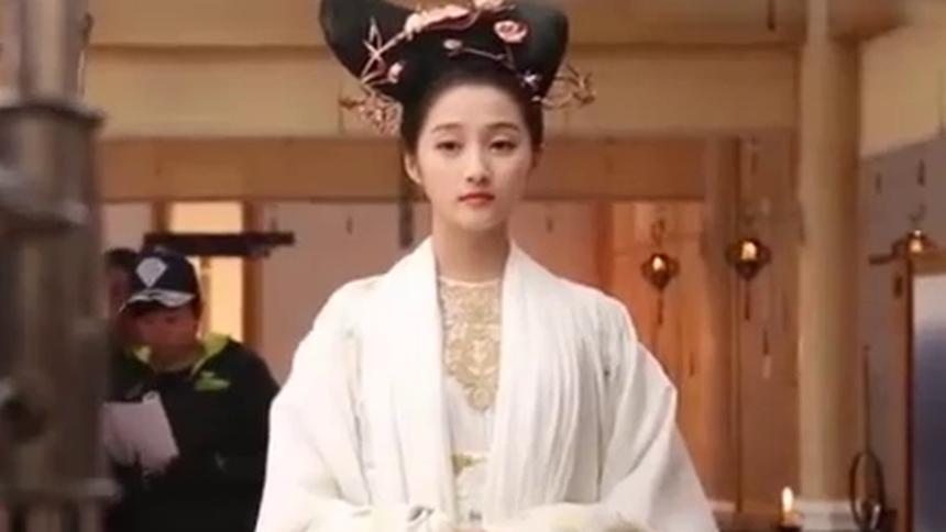 《凤囚凰》关晓彤花絮:公主的美白秘密你们get了吗!