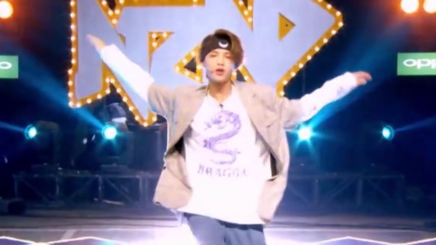 贾跳舞练习室演绎激情说唱